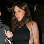 Caitlyn Jenner w mini i z nieogolonymi pachami