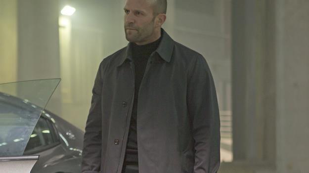 """Całe życie za kółkiem... Jason Statham jako Deckard Shaw w """"Szybkich i wściekłych 7"""" /materiały prasowe"""