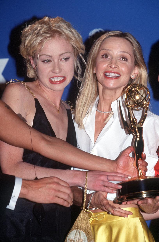 Calista Flockhart i Portia de Rossi odbierają nagrodę Emmy /Brenda Chase /Getty Images