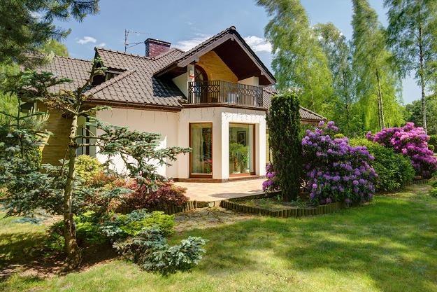 Całkiem realny wydaje się zakup domu z ogrodem w cenie dużego mieszkanie w mieście /©123RF/PICSEL