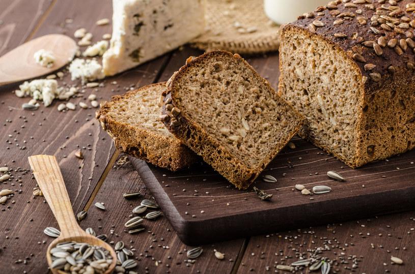 Całkowicie zrezygnuj z pszennego chleba. Zamiast niego wybieraj razowy /123RF/PICSEL