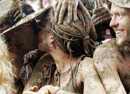 Całowanie na Glastonbury - fot. Matt Cardy /Getty Images/Flash Press Media