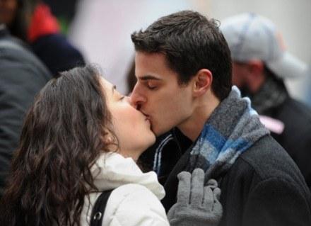 Całująco w Nowy Rok /AFP