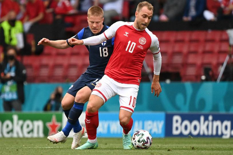 Cały piłkarski świat zamarł, gdy w trakcie meczu z Finlandią Eriksen upadł na boisko /JONATHAN NACKSTRAND/AFP/East News /East News