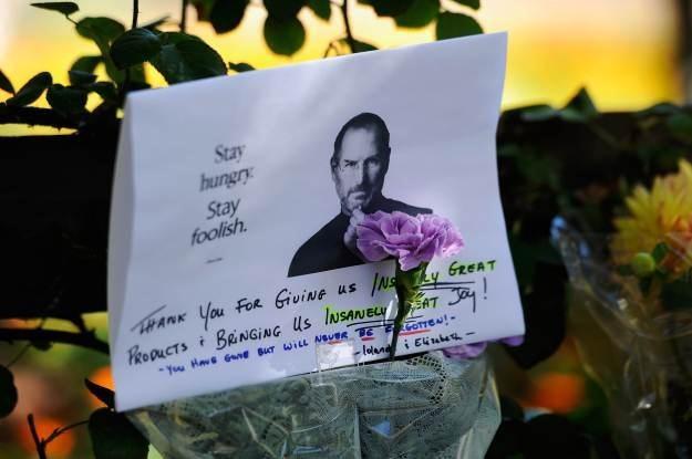 Cały świat opłakiwał śmierć Jobsa /AFP