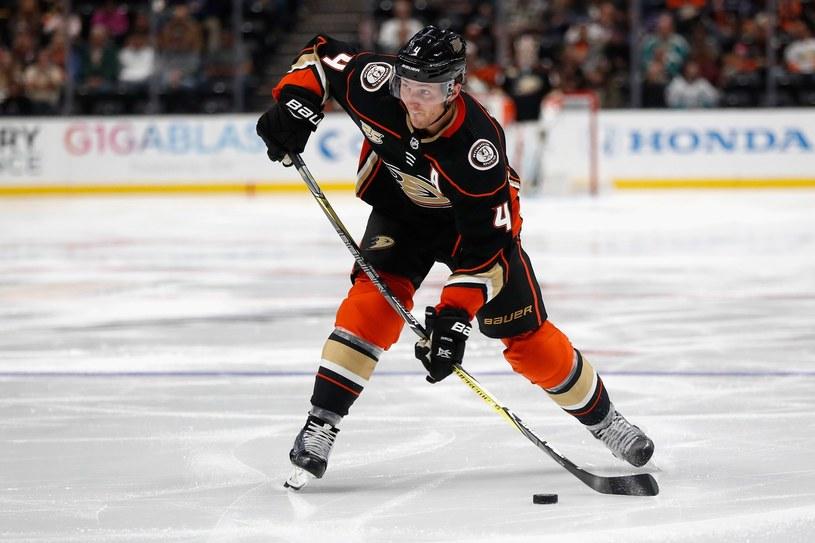 Cam Fowler, obrońca Anaheim Ducks /AFP