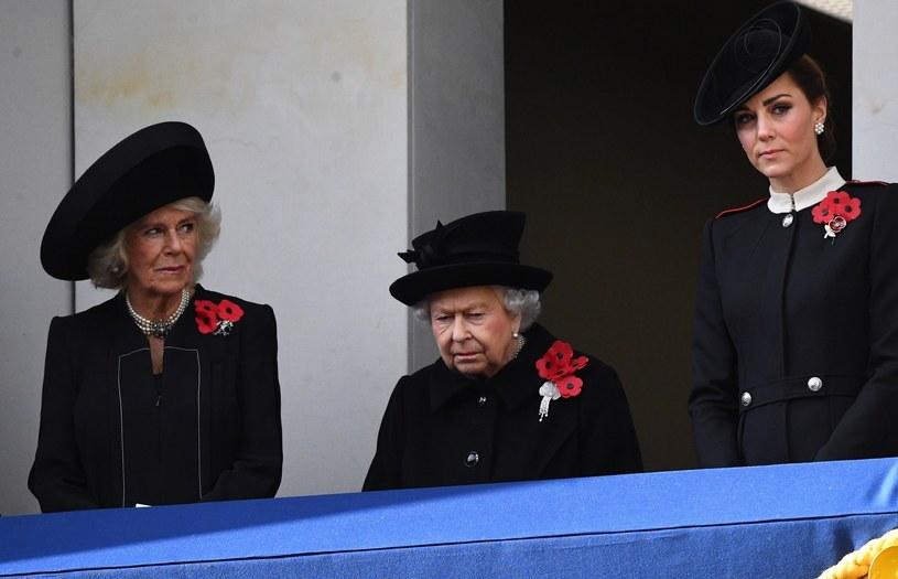 Camilla z królową i księżną Kate /East News