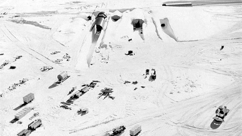 Camp Century to tajna amerykańska baza, która wkrótce może wydostać się spod lodów Grenlandii /Wikipedia
