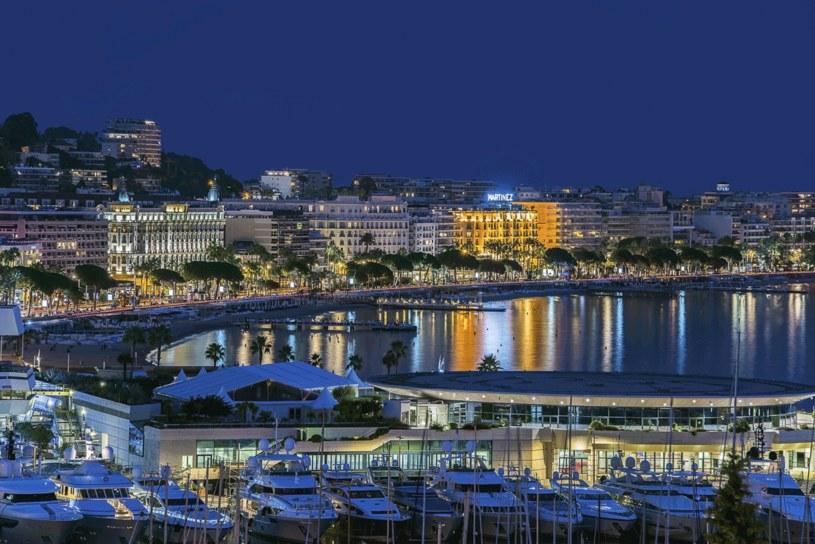 Cannes nocą /123RF/PICSEL