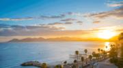 Cannes. Zabytki, roślinność i murowana pogoda