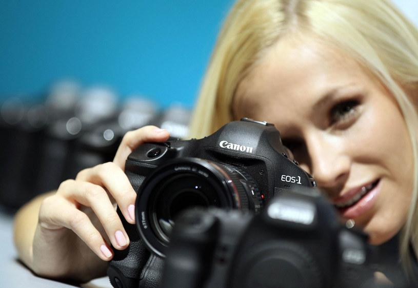 Canon chwali się dobrymi wynikami sprzedaży aparatów w Polsce /AFP