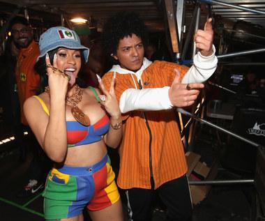 """Cardi B i Bruno Mars w gorącym teledysku. Zobacz """"Please Me"""""""