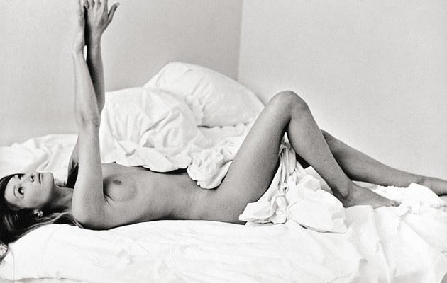Carla Bruni na zdjęciu z 1994 roku wystawionym na sprzedaż, fot.Pamela Hanson  /Splashnews