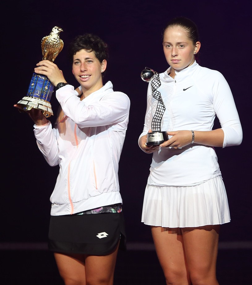 Carla Suarez Navarro (z lewej) /AFP