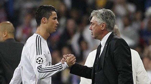 Carlo Ancelotti (z prawej) i Cristiano Ronaldo /AFP