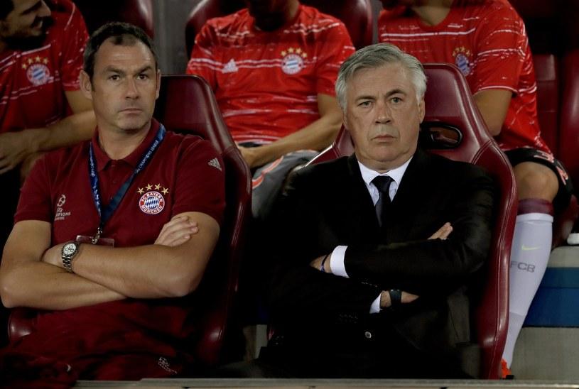 Carlo Ancelotti (z prawej) podczas meczu Atletico - Bayern /PAP/EPA