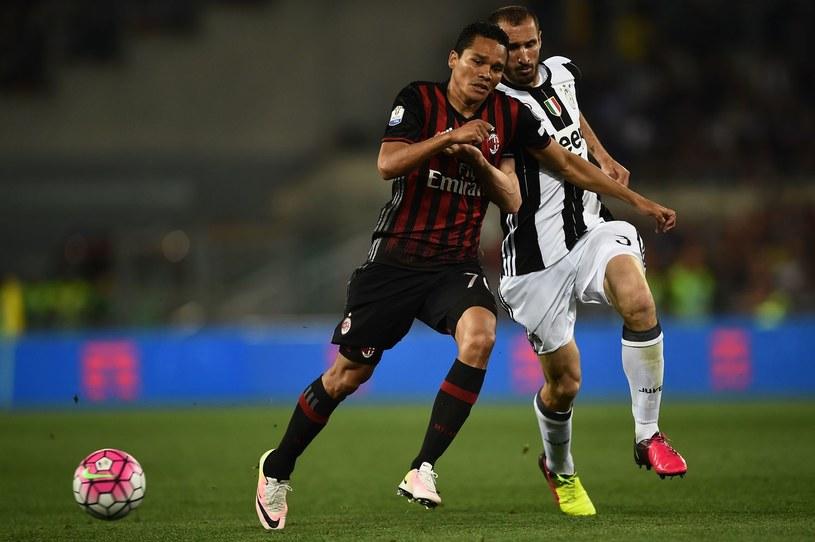 Carlos Bacca (z lewej) podczas spotkania z Juventusem Turyn /AFP