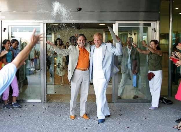 Carlos Baturín i Emil Menéndez po zawarciu związku małżeńskiego /AFP