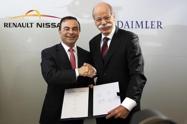 Carlos Ghosn (Renault-Nissan) i Dieter Zetsche, szef Daimler AG po podpisaniu umowy o współpracy /