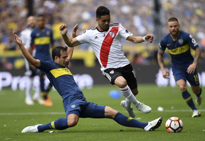 Carlos Izquierdoz blokuje Gonzalo Martineza /AFP