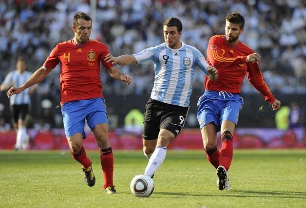 Carlos Marchena (nr 4) nie ma wątpliwości, że Hiszpania poradzi sobie nawet bez Xaviego /INTERIA.PL