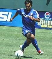 Carlos Ruiz zdobył dwa gole dla Galaxy /Chris Reiko