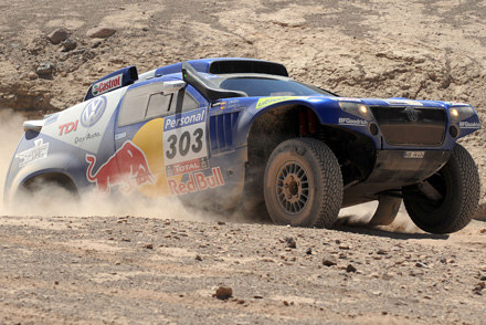 Carlos Sainz (Volkswagen Race Touareg) na V etapie Rajdu Dakar /AFP