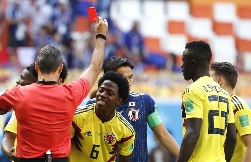Carlos Sanchez (w środku) wyleciał z boiska w meczu z Japonią /PAP/EPA