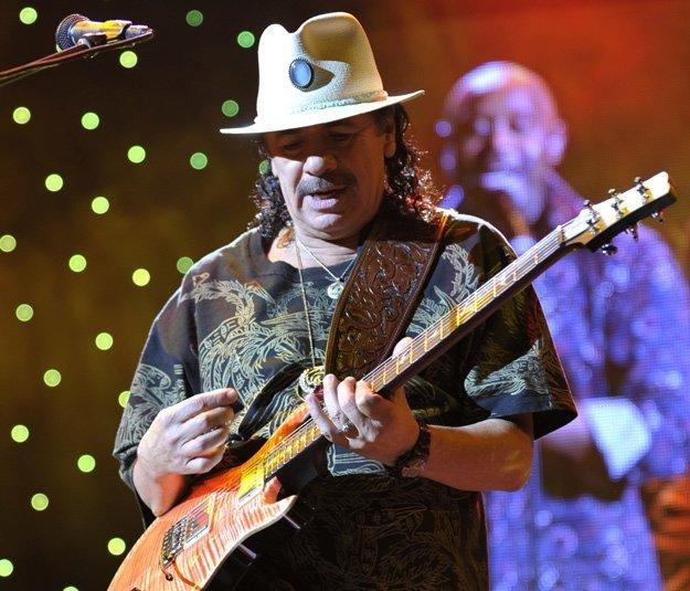 Carlos Santana nie wystąpi w Warszawie /AFP