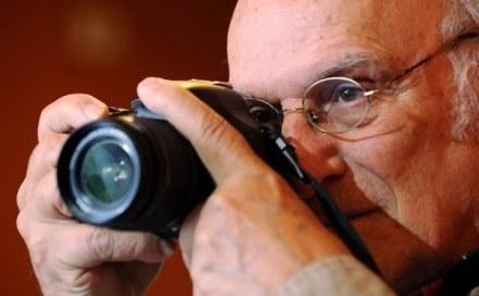 Carlos Saura - hiszpański reżyser - w niedzielę przyjedzie do Katowic. /AFP