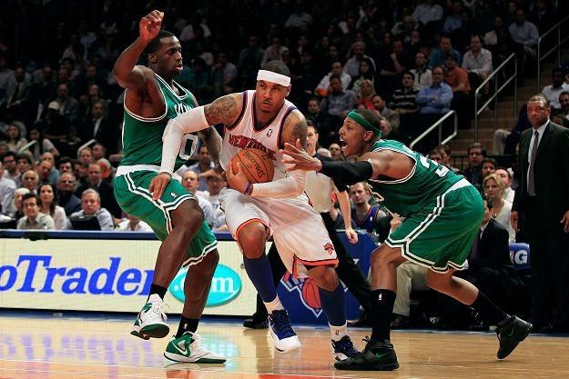 Carmelo Anthony (w środku) z New York Knicks /AFP