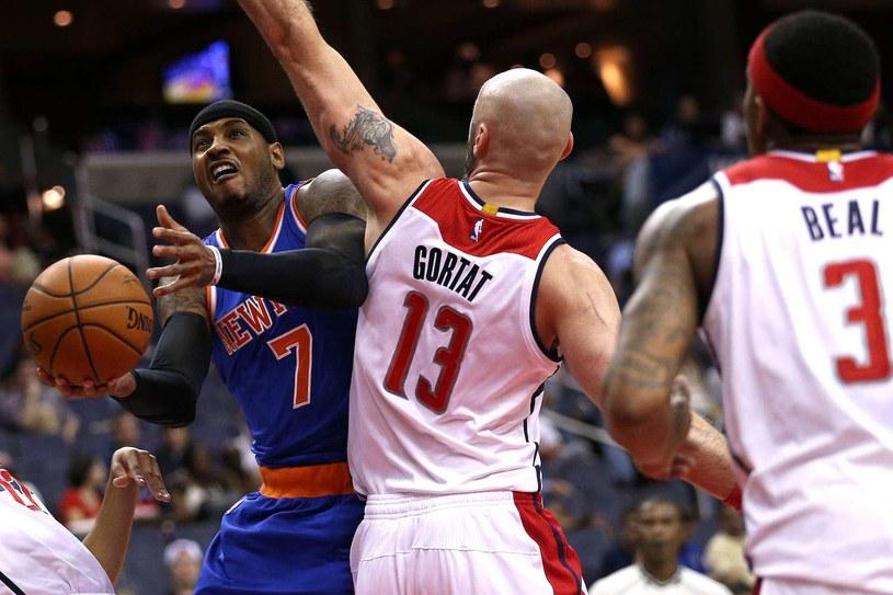 Carmelo Anthony (z lewej) z New York Knicks kontra Marcin Gortat /AFP