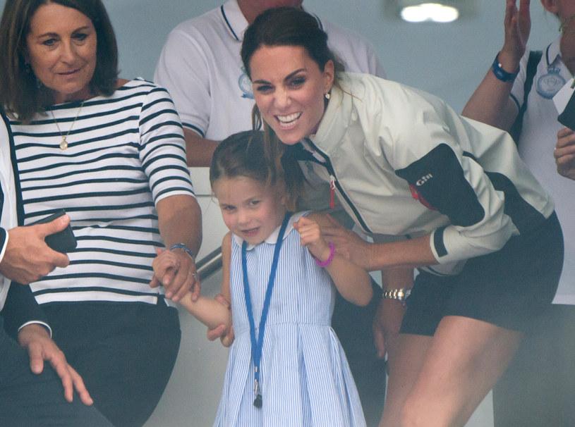 Carole Middleton z wnuczką Charlotte i córką Kate /Samir Hussein /Getty Images