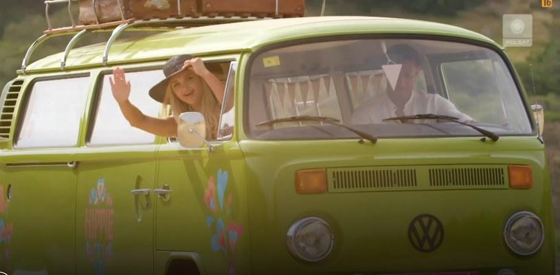 Caroline i Mateusz jadący na randkę /Polsat /Polsat