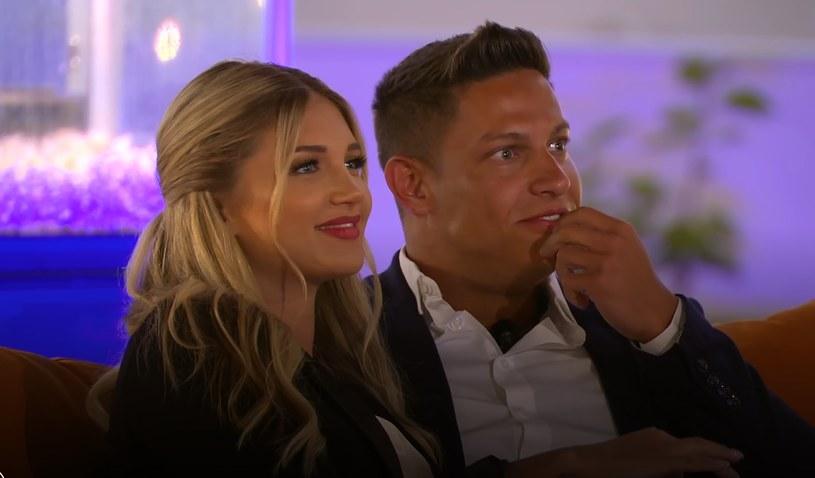 Caroline i Mateusz podczas oglądania swojej randki na ekranie /Polsat /Polsat
