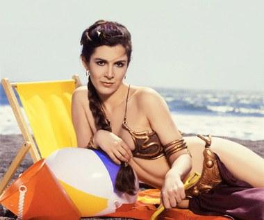 Carrie Fisher nosiła ten kostium podczas kręcenia sceny w pałacu Jabby. Bikini wykonano z elastycznej gumy oraz poliuretanu. Zabarwione jest na złoto oraz czerwień.