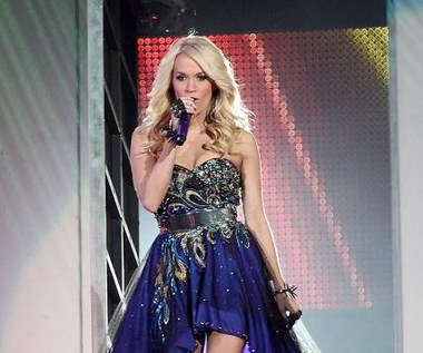 Carrie Underwood triumfuje i... eksponuje nogi