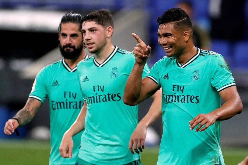 Casemiro (pierwszy z prawej) przybliżył Real do mistrzostwa /PAP/EPA/ALBERTO ESTEVEZ /PAP/EPA