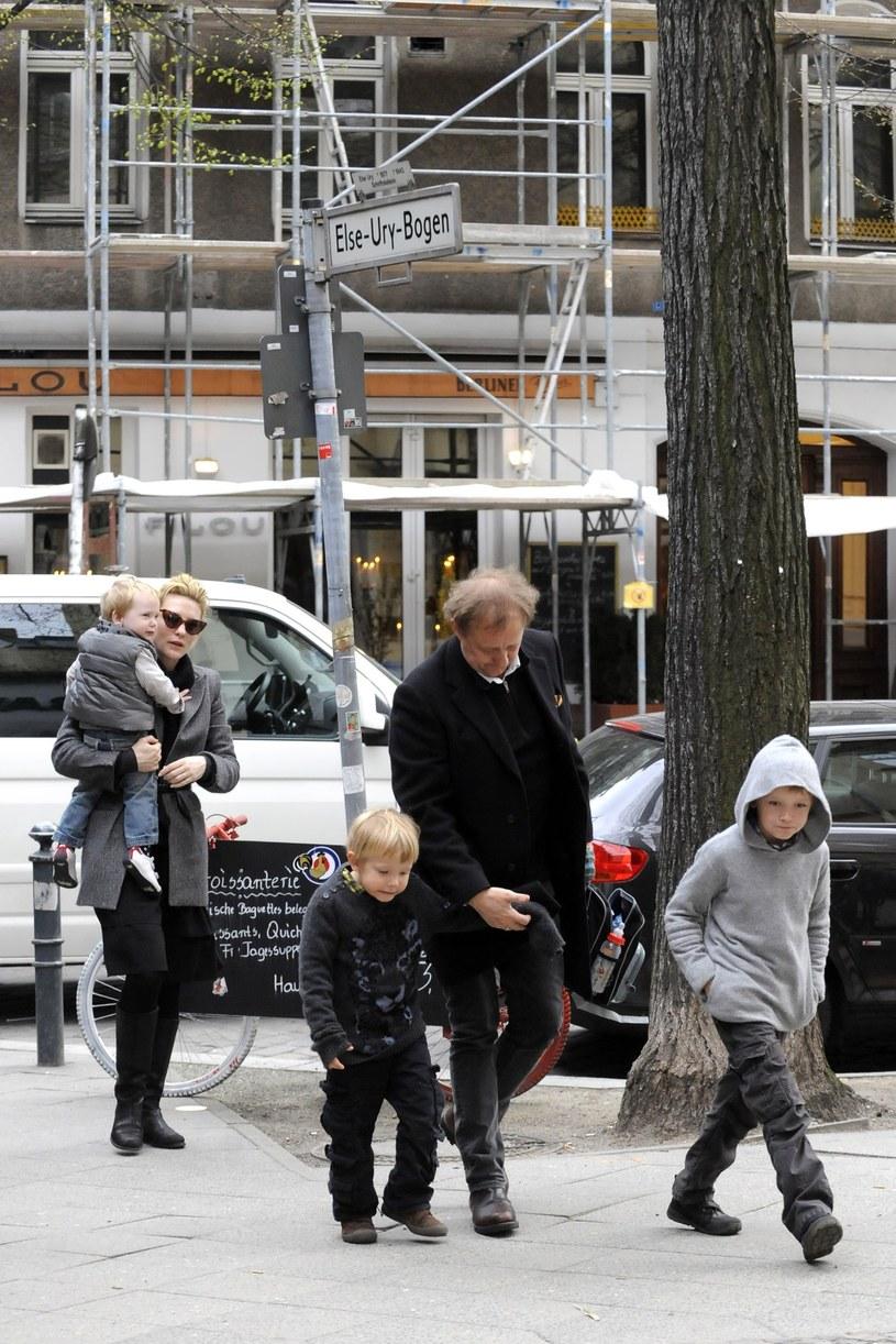 Cate Blanchett z mężem i synami, 2010 rok /East News