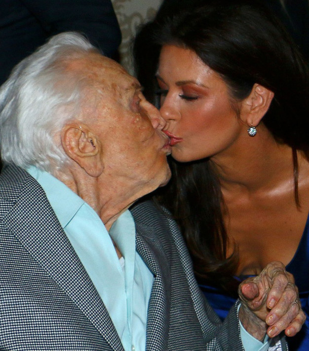 Catherine Zeta-Jones, Kirk Douglas /East News