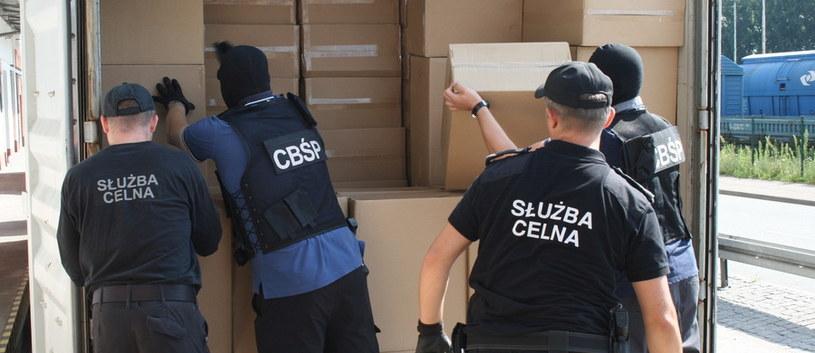 CBŚP przejęło rekordowy przemyt papierosów z Malezji, fot. CBŚP /