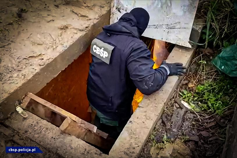 CBŚP zlikwidowało podziemną plantację konopi indyjskich /Policja