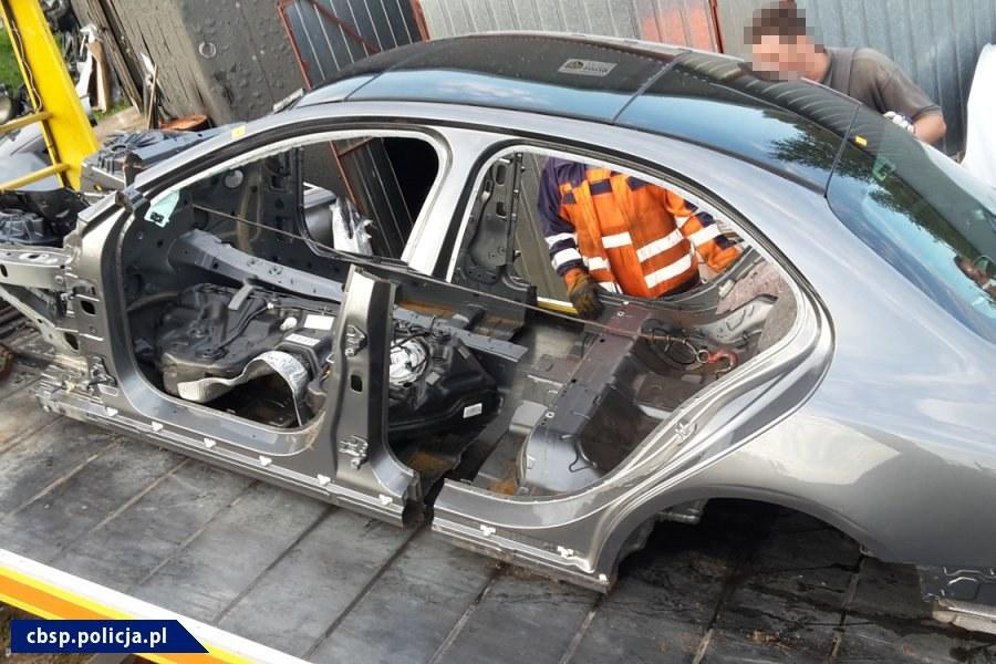 CBŚP zlikwidowało punkt przerabiania kradzionych samochodów /CBŚP /