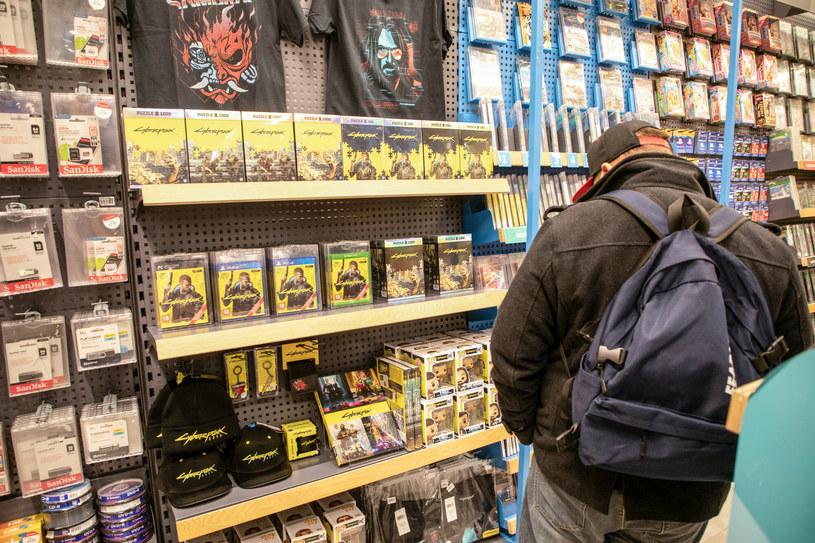 """CD Projekt wydał pierwszy duży zestaw poprawek, tzw. patch, do gry """"Cyberpunk 2077"""" /Julian Sojka /East News"""