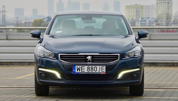 Cechą charakterystyczną po liftingu jest nowy przód podkreślony paskami LED. /Motor