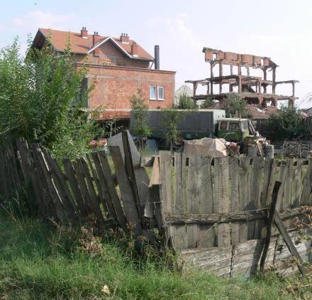 Cegły wyłuskane z niedokończonej budowy posłużyły do wybudowania nowego domu /INTERIA.PL