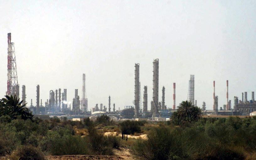 Celem ataków były dwie instalacje naftowe koncernu Aramco w mieście Bukajk i Churajs / STR   /PAP/EPA
