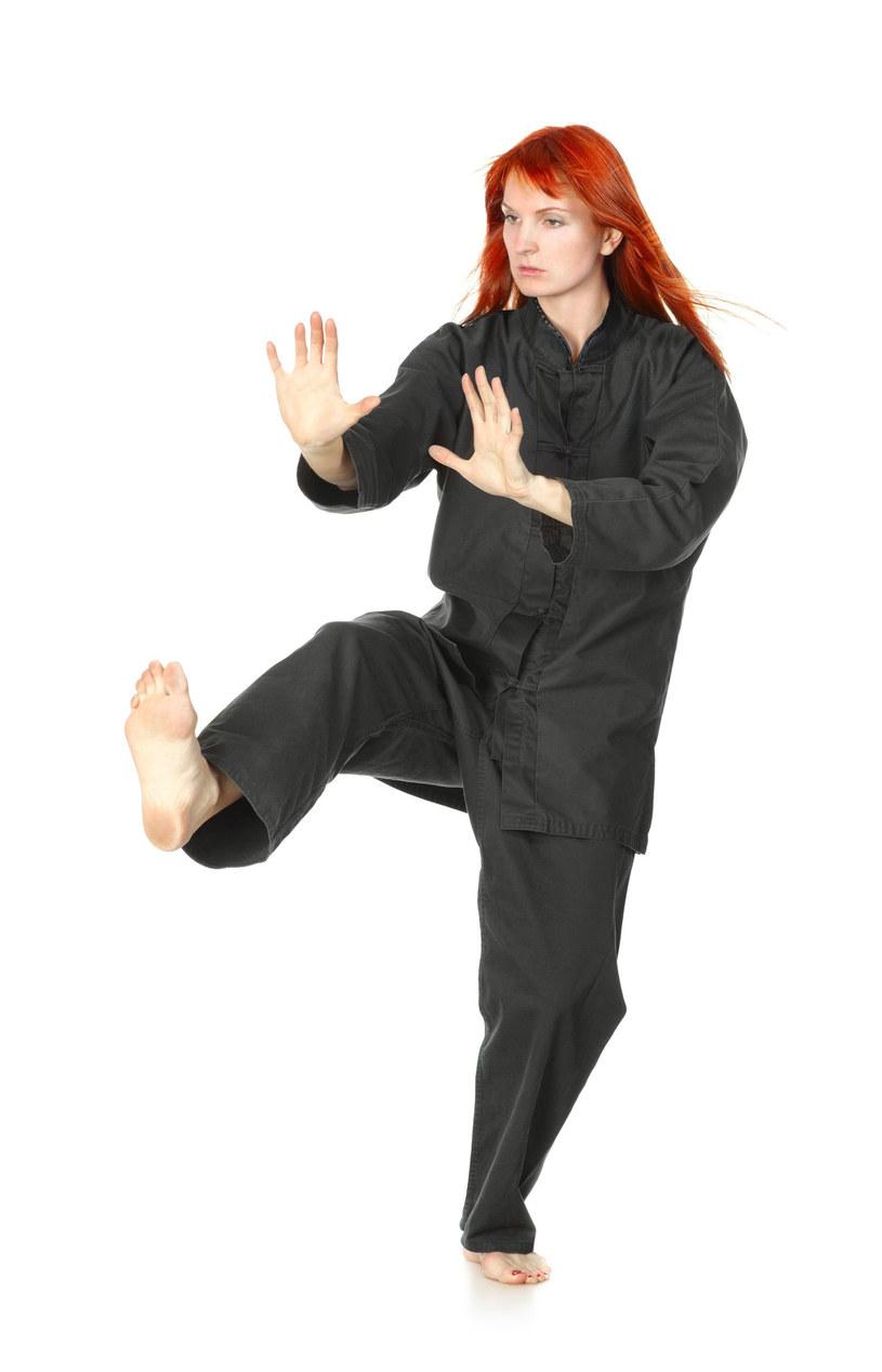 Celem treningów, zgodnie z fi lozofi ą aikido, jest przełamywanie własnych słabości, kształtowanie dyscypliny wewnętrznej /123RF/PICSEL
