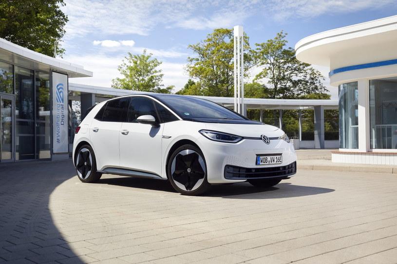 Celem twórców Volkswagena ID.3 jest popularyzacja samochodów w pełni elektrycznych /materiały prasowe