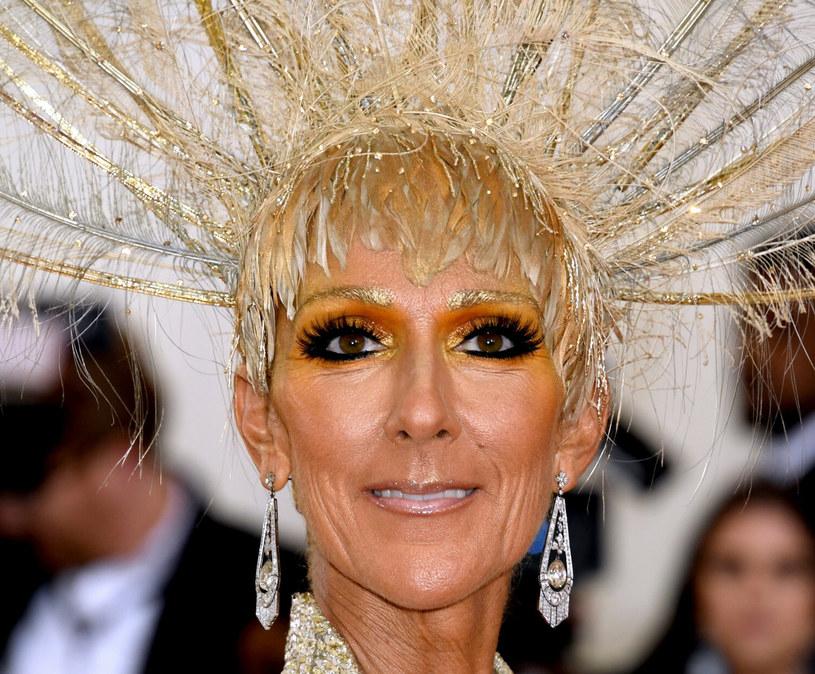 Celine Dion cora częściej stawia na mocny, neonowy makijaż /JENNIFER GRAYLOCK/ Press Association /East News